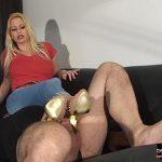 Kelly Kalashnik In Scene: JEANS SLUT WITH BUSTED NUTS – FACESITTING-QUEEN – SD/576p/WMV