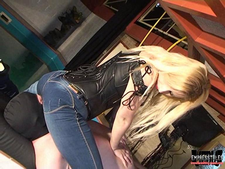 Kelly Kalashnik In Scene: MY NEW BLUE JEANS - FACESITTING-QUEEN - SD/576p/WMV