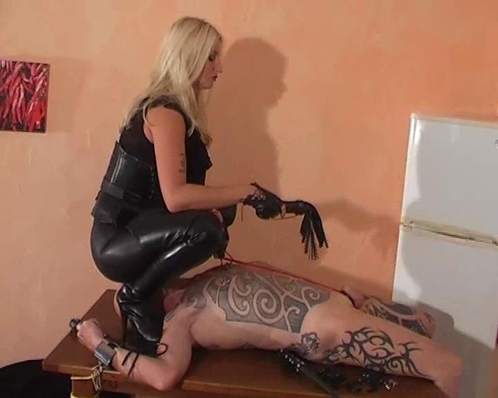 Kelly Kalashnik In Scene: SET FREE FOR A PAINFUL TREATMENT - FACESITTING-QUEEN - SD/576p/WMV