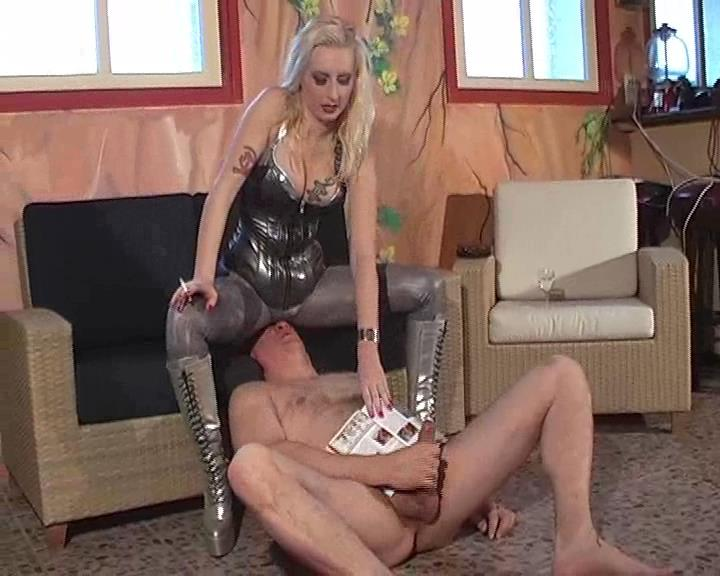 Kelly Kalashnik In Scene: PORNO ADDICT FACE FURNITURE - FACESITTING-QUEEN - SD/576p/WMV