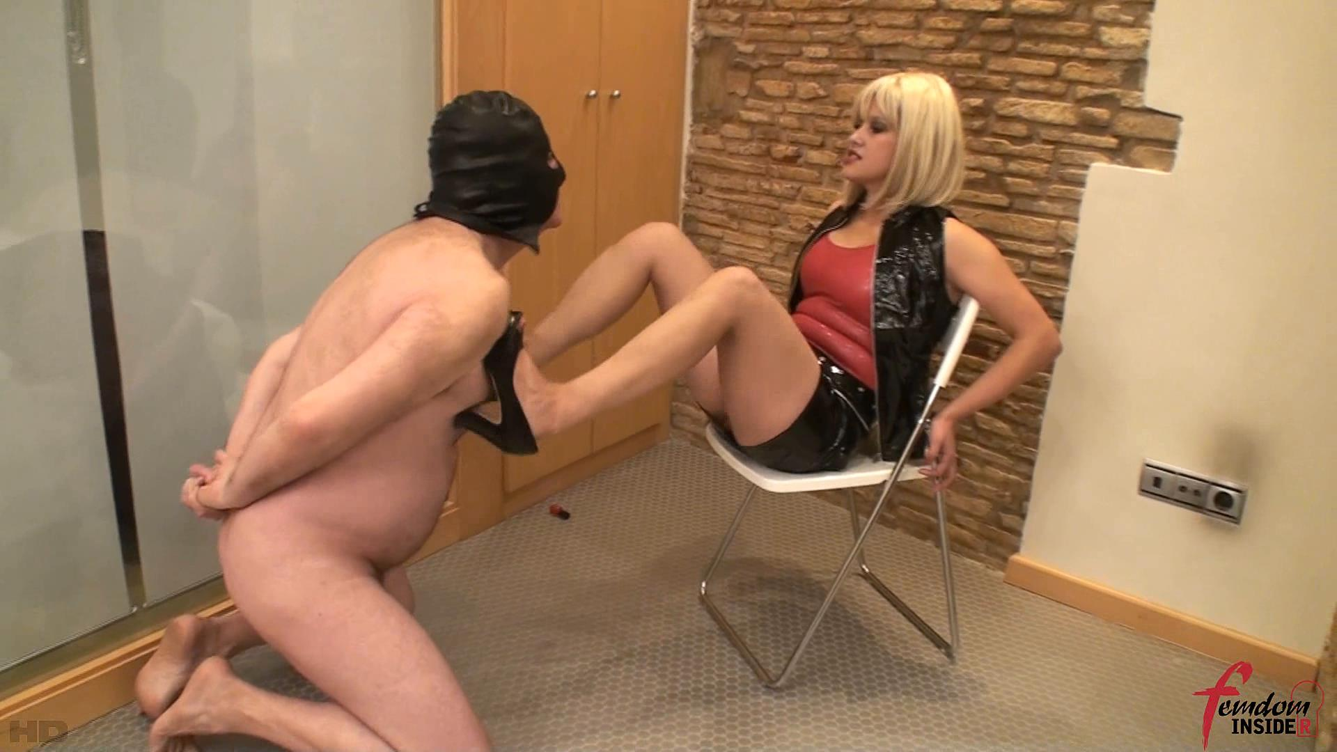 Mistress Karen In Scene: Shoes Review - FEMDOMINSIDER - FULL HD/1080p/WMV