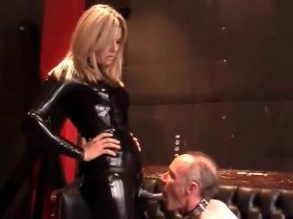 Mistress In Scene: Latex domina ass worship and strapon domination - FEMDOMLOFT - LQ/240p/MP4