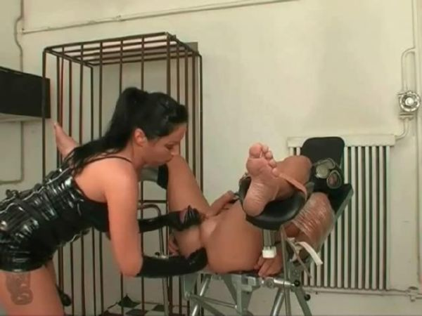Mistress In Scene: Fingering, strapon fucking and ass fisting for submissive slave - FEMDOMLOFT - SD/480p/MP4