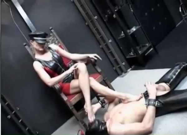 Mistress In Scene: Foot slave is made to worship Mistress's bare feet and she lets him cum on her feet - FEMDOMLOFT - SD/410p/MP4