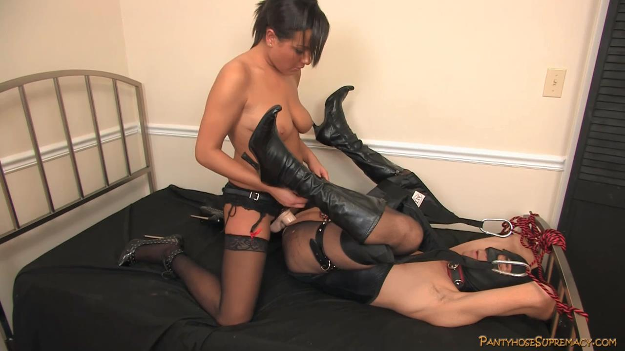 Mistress Kiss In Scene: Her Slave To Fuck Part 3 of 3 - PANTYHOSESUPREMACY - HD/720p/MP4