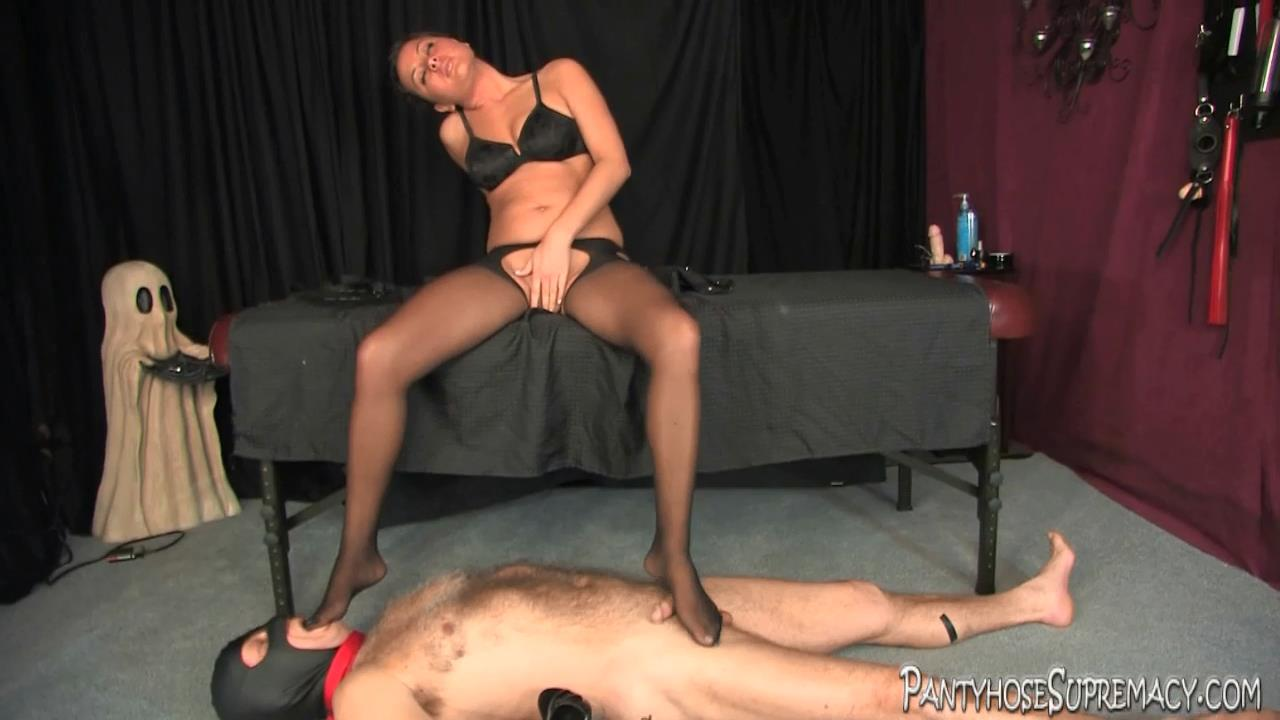 Mistress Kiss In Scene: Kiss On Top Part 1 of 5 - PANTYHOSESUPREMACY - HD/720p/MP4