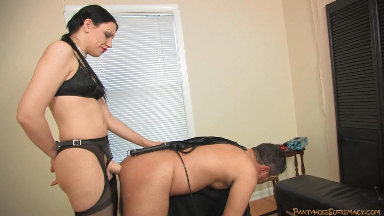 Mistress Danielle In Scene: Plugged Part 5 of 6 - PANTYHOSESUPREMACY - HD/720p/MP4