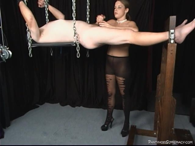 Mistress Sarah In Scene: Tongue and Tickle - PANTYHOSESUPREMACY - SD/480p/MP4