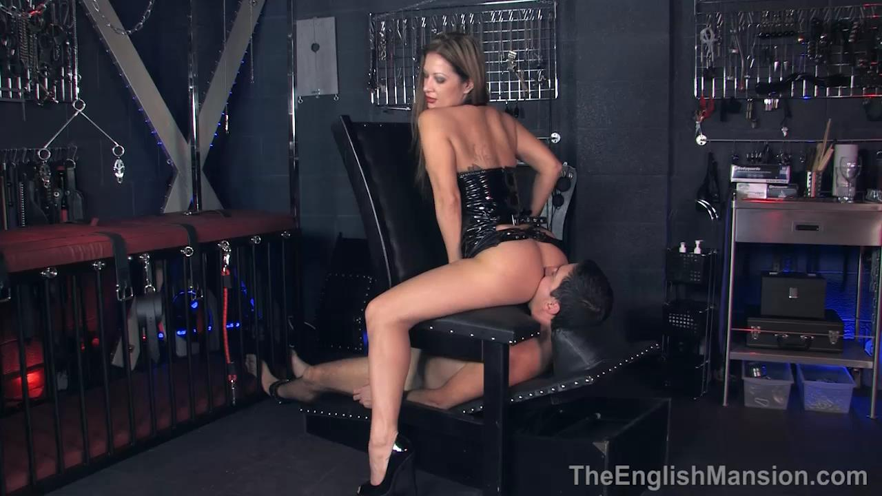 Miss Jasmine In Scene: Arse Lick Reward - THEENGLISHMANSION - HD/720p/MP4