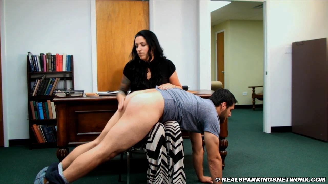 Jordyn, Bruce In Scene: Bruce: Strapped by Jordyn - WOMEN-SPANKING-MEN - HD/720p/MP4