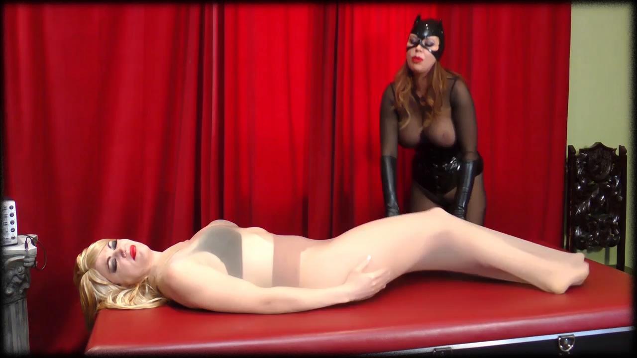 Anastasia Pierce, Jean Bardot In Scene: Catwoman vs Harley Quinn - XSITEABILITY / ANASTASIAPIERCE - HD/720p/MP4