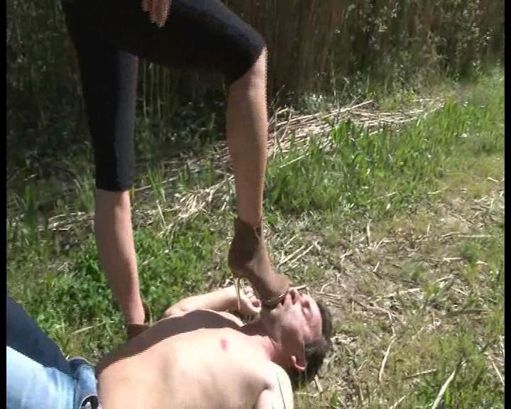 Mistress Maeva In Scene: High heel suede boots cleaning - FOOTFETISHATTITUDE - SD/576p/WMV