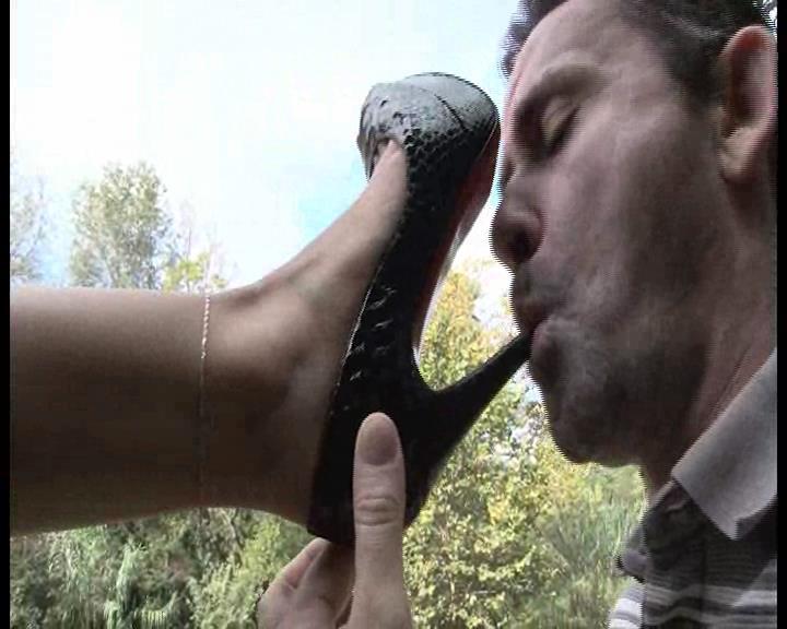 Mistress Kitty In Scene: Marvelous high heel Louboutin Domination - FOOTFETISHATTITUDE - SD/576p/WMV