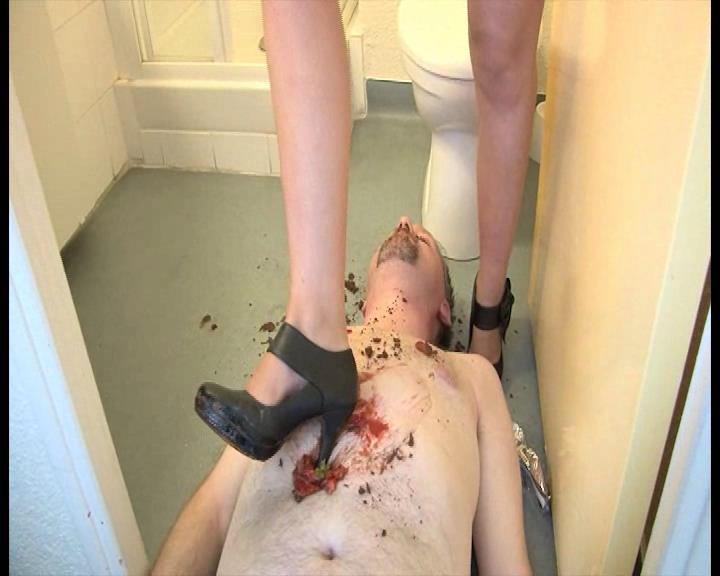 Mistress Lydie In Scene: Slave feeding by a fabulous Mistress - FOOTFETISHATTITUDE - SD/576p/WMV