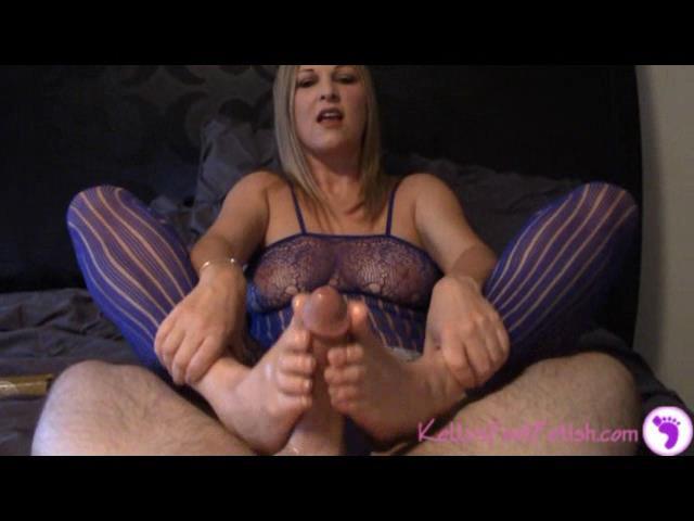 Kelly Anderson In Scene: HUGE LOAD...all over my feet - KELLYSFOOTFETISH - SD/480p/WMV