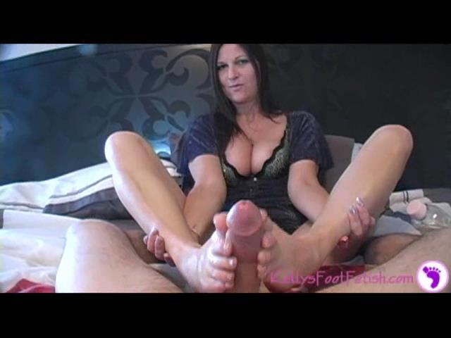 Kelly Anderson In Scene: New Year's Footjob - KELLYSFOOTFETISH - SD/480p/WMV