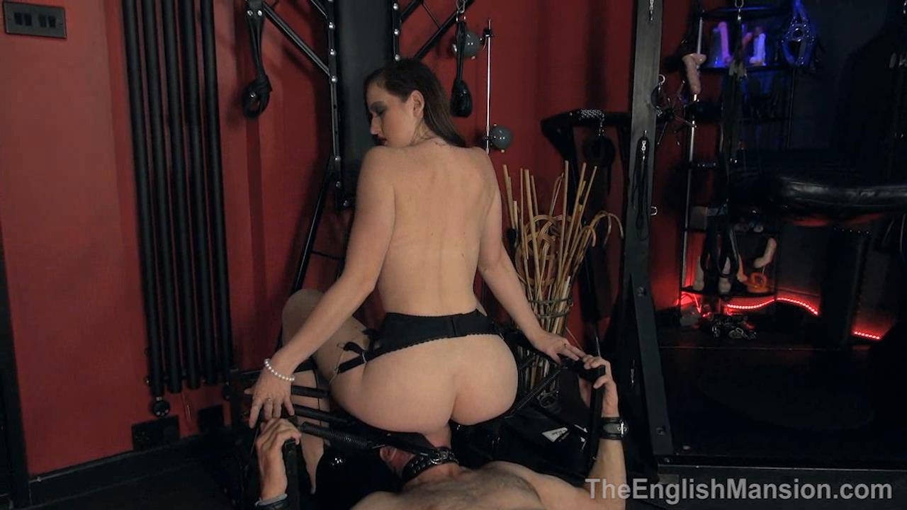 Miss Vivienne lAmour In Scene: Cruel Pussy Licking - THEENGLISHMANSION - HD/720p/WMV