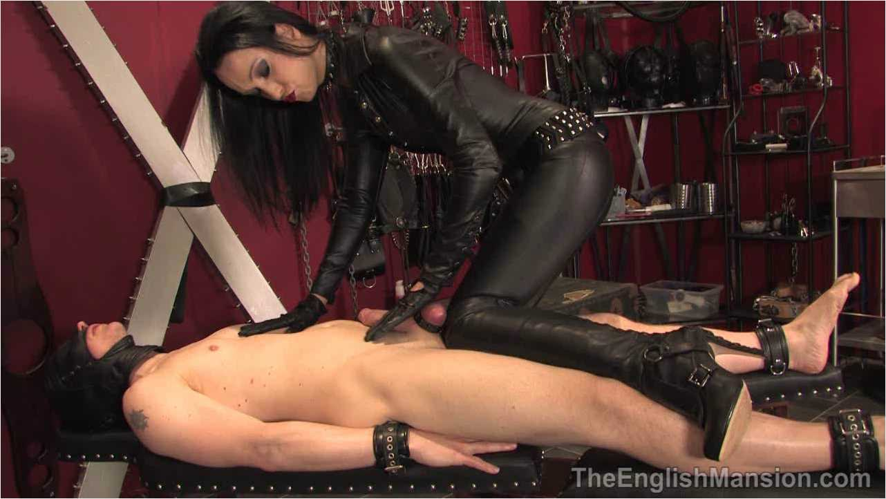 Fetish Liza In Scene: Liza's Leather Handjob - THEENGLISHMANSION - HD/720p/WMV