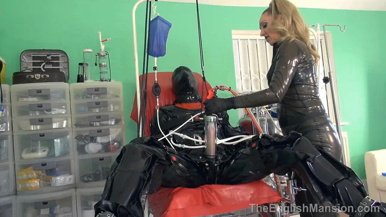Mistress Sidonia In Scene: Super Suction Suit - THEENGLISHMANSION - HD/720p/WMV
