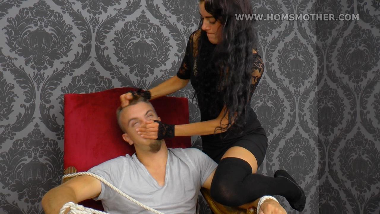 Adriana In Scene: Adriana prevents him from breathing - HOMSMOTHER - HD/720p/WMV