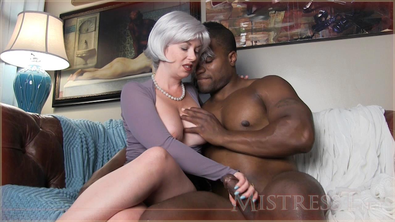 Black milf seducing
