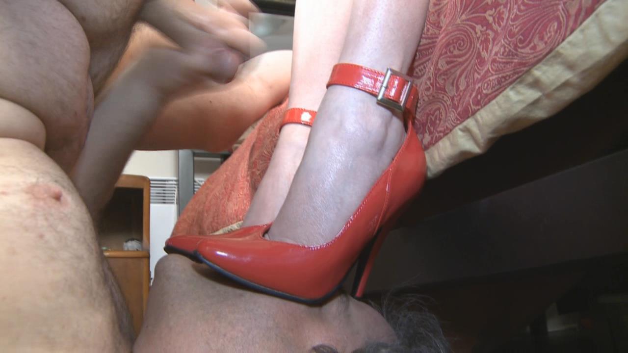 Mistress T In Scene: Cucks Surprise Facial - MISTRESST - HD/720p/WMV