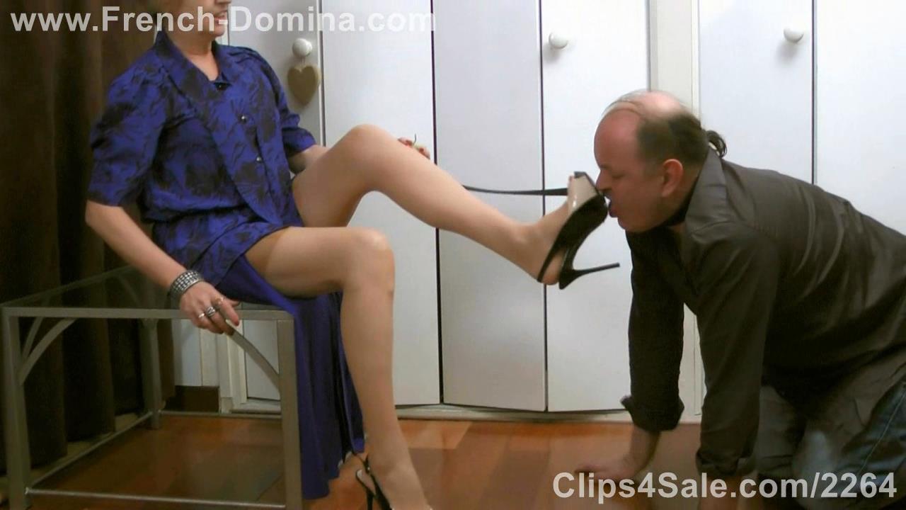 Mistress Eva In Scene: Under Ms Eva's soles - FRENCH-DOMINA - HD/720p/WMV