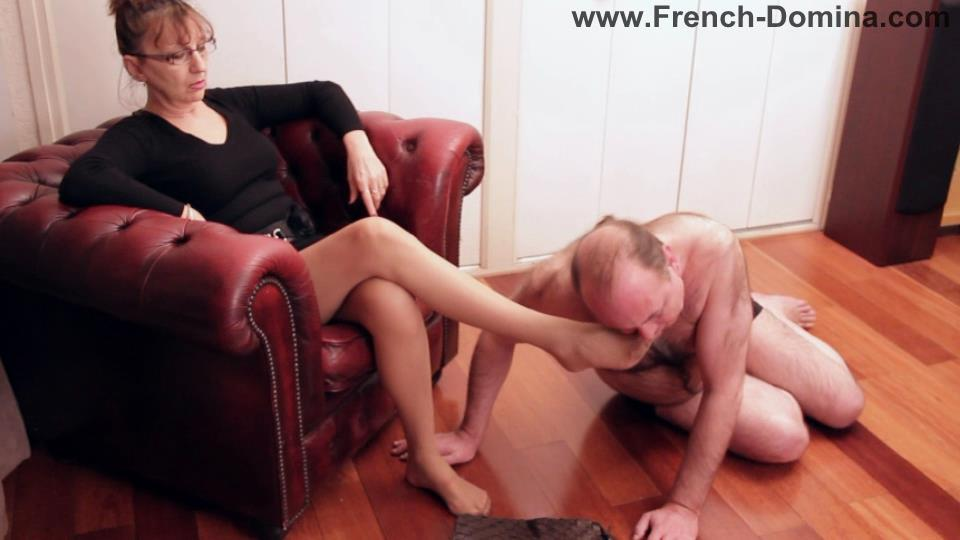 Mistress Eva In Scene: Ms Eva with foot-cleaner - FRENCH-DOMINA - SD/540p/WMV