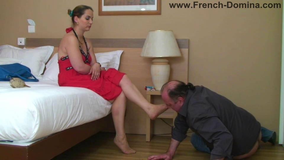 Mistress Clara In Scene: Under Ms Clara's feet - FRENCH-DOMINA - SD/540p/WMV