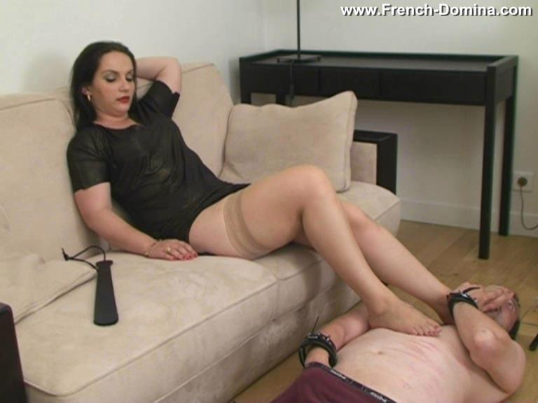 Mistress Clara In Scene: Under the soles of Ms Clara - FRENCH-DOMINA - SD/576p/WMV