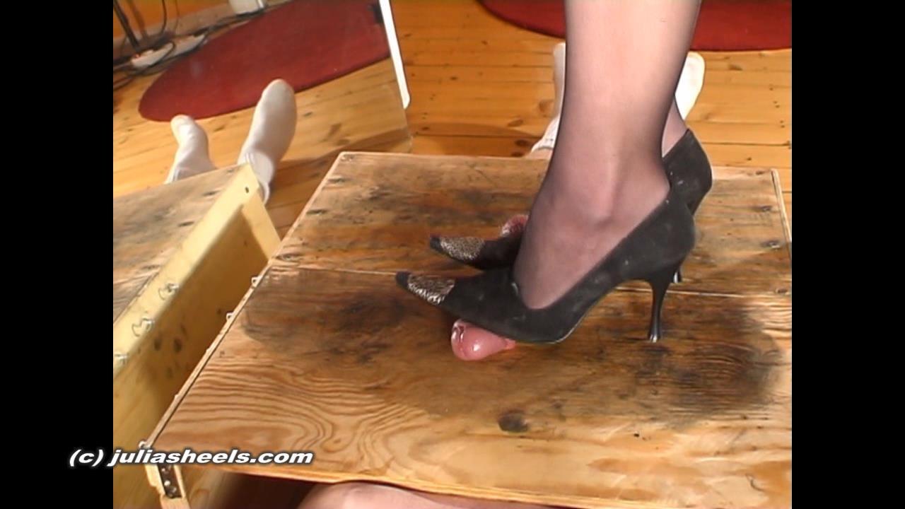 Mistress Julia In Scene: Excercising velvet heels on cock - JULIASHEELS - HD/720p/WMV