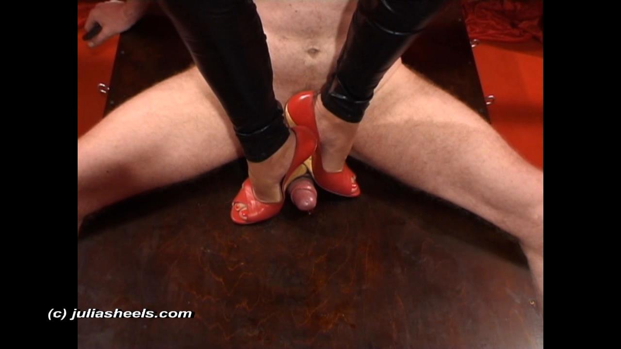 Mistress Julia In Scene: Red wedge stiffening - JULIASHEELS - HD/720p/WMV