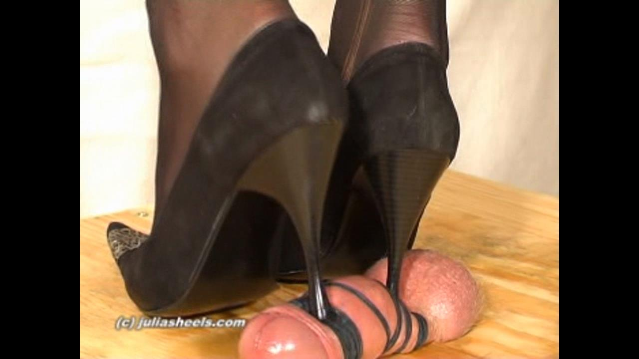 Mistress Julia In Scene: Abused by Black Pumps - JULIASHEELS - HD/720p/WMV