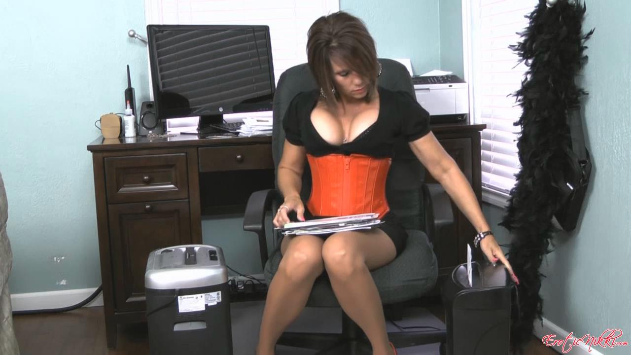 Erotic Nikki Ashton In Scene: Secretary Shredding Paper - EROTICNIKKI - HD/720p/MP4