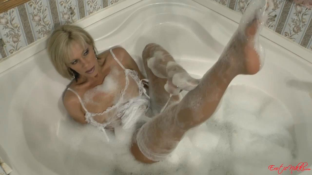 Erotic Nikki Ashton In Scene: Wearing Stockings in the Bathtub - EROTICNIKKI - HD/720p/MP4