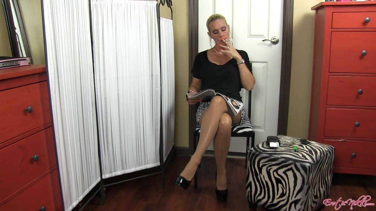 Erotic Nikki Ashton In Scene: Between Scenes - EROTICNIKKI - HD/720p/MP4