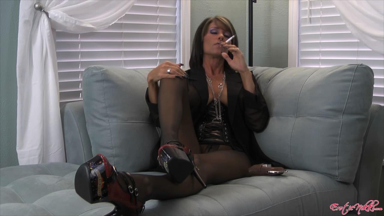 Erotic Nikki Ashton In Scene: Sexy Smoking MILF - EROTICNIKKI - HD/720p/MP4
