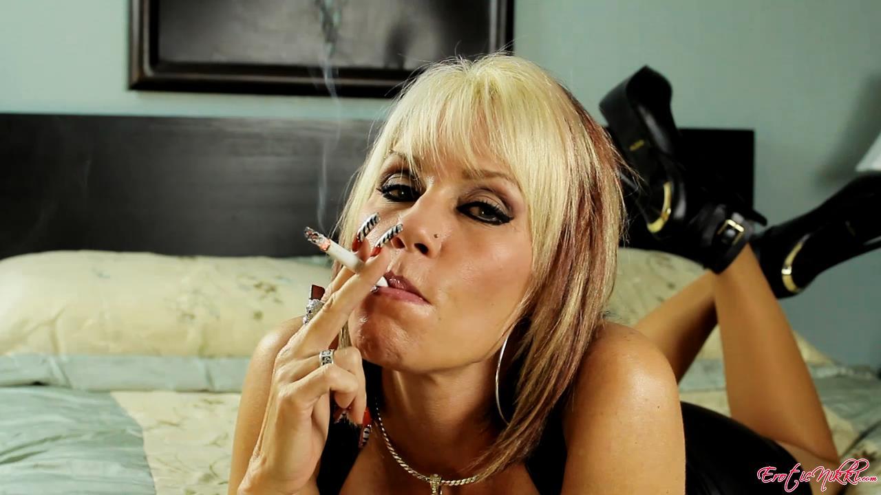 Erotic Nikki Ashton In Scene: Lipstick On My Filter - EROTICNIKKI - HD/720p/MP4