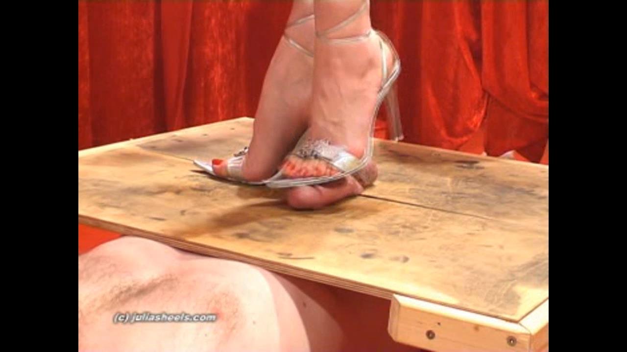 Mistress Julia In Scene: Mistress Julias silver GMLs - JULIASHEELS - HD/720p/WMV