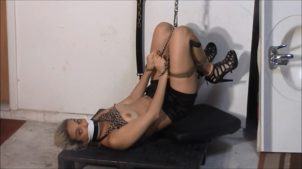 Briella Jaden In Scene: Briella's Brutal Holiday Tickling and Suspension - BRIELLASBONDAGEBOUTIQUE - HD/720p/MP4