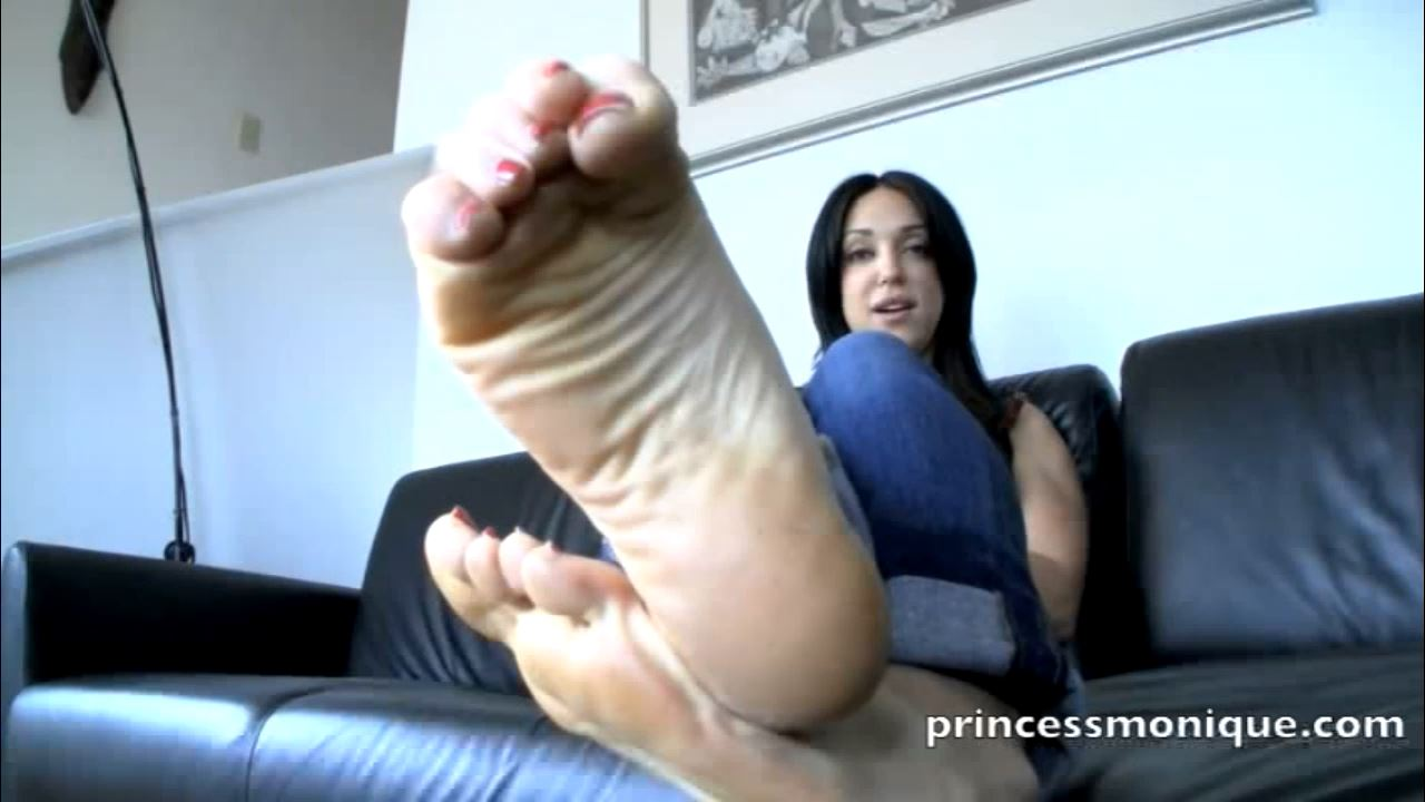 Monique Stranger In Scene: FEET OVER PUSSY - PRINCESSMONIQUE - HD/720p/MP4