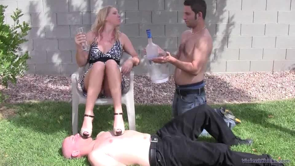 Goddess Ashley Edmonds In Scene: Watch Miss Ashley having her own version of a picnic in the grass - VIOLENTCHICKS - SD/540p/MP4