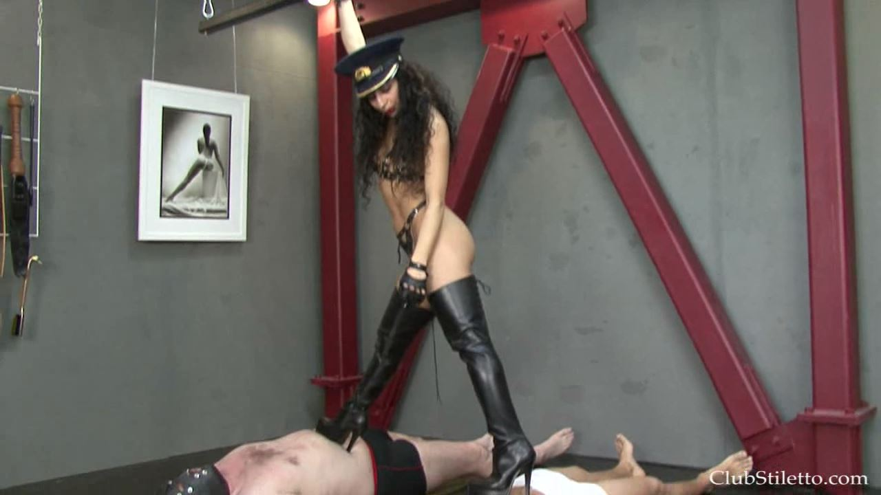 Mistress Sara Akeera In Scene: Old Rug, New Rug - CLUBSTILETTO - HD/720p/MP4