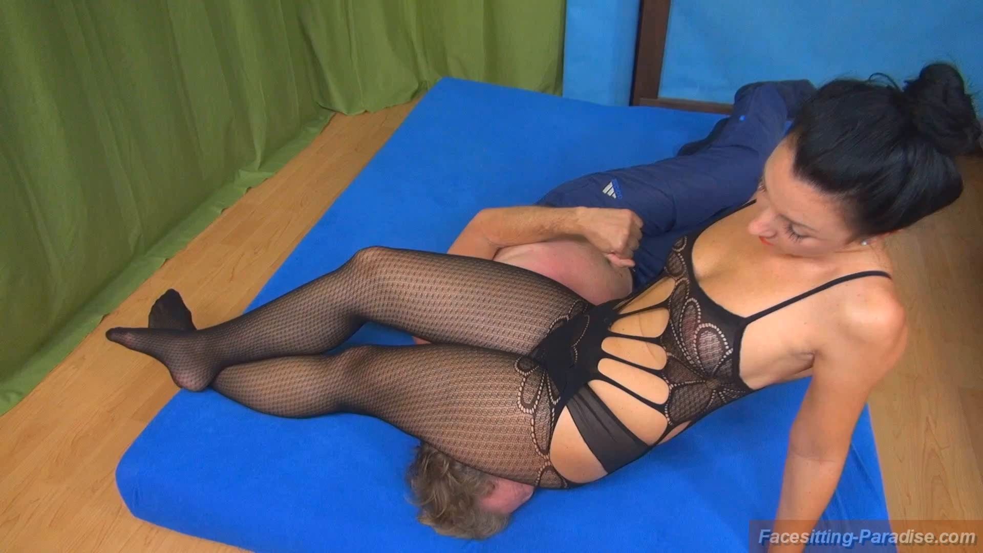 Isabella In Scene: A little fun-fight in nylons - FACESITTING-PARADISE - FULL HD/1080p/MP4