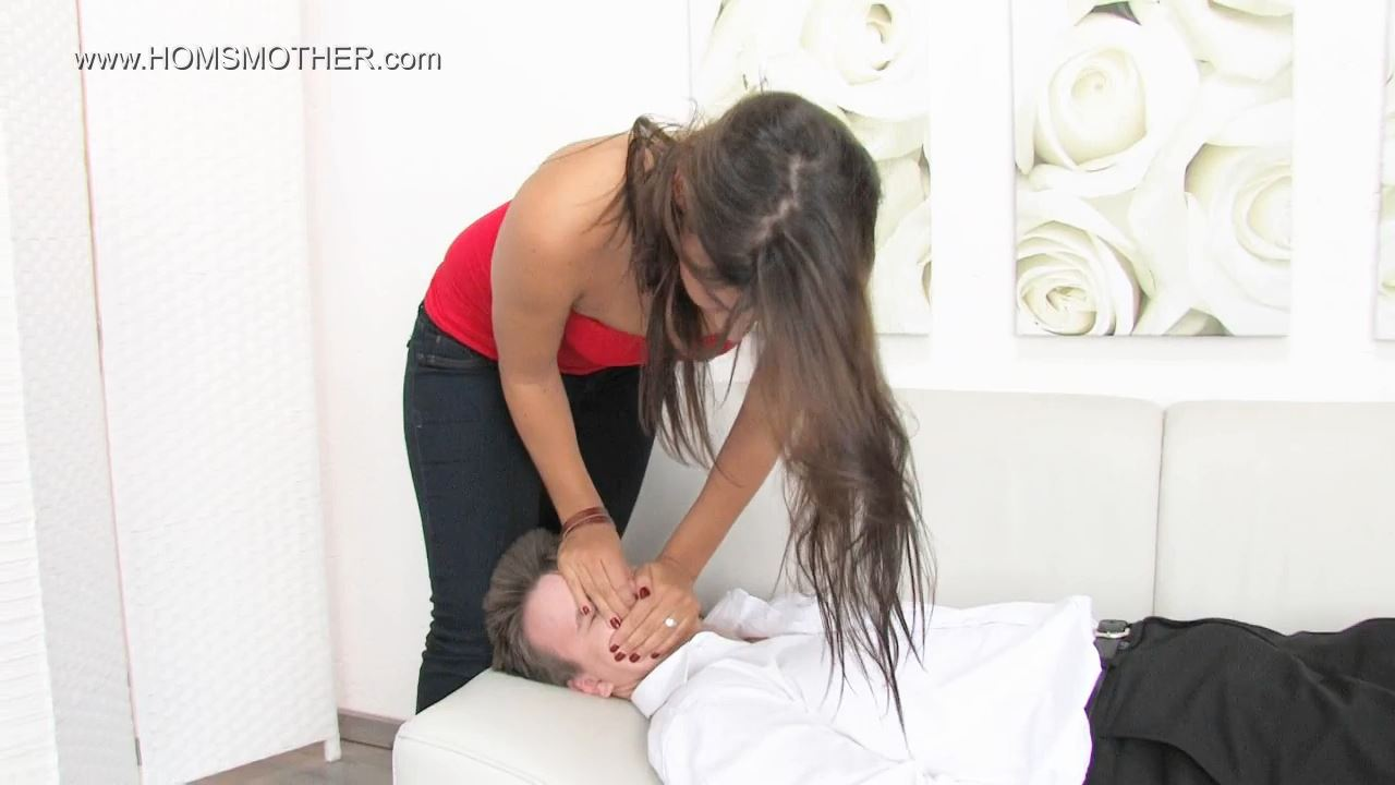 Emely In Scene: Play with the air - HOMSMOTHER - HD/720p/WMV