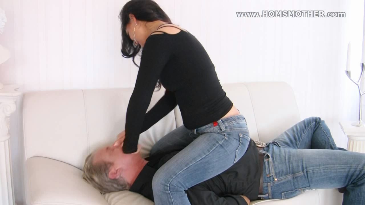 Lilly Lamour In Scene: Not allowed to breath - HOMSMOTHER - HD/720p/WMV