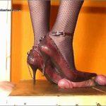 Mistress Julia In Scene: Mistress Julia milkes it out – JULIASHEELS – HD/720p/MP4