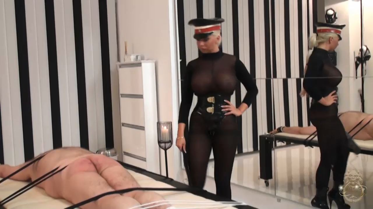 LADY KATE In Scene: The Exposed Exhibitionist - KATES-PALACE - HD/720p/MP4