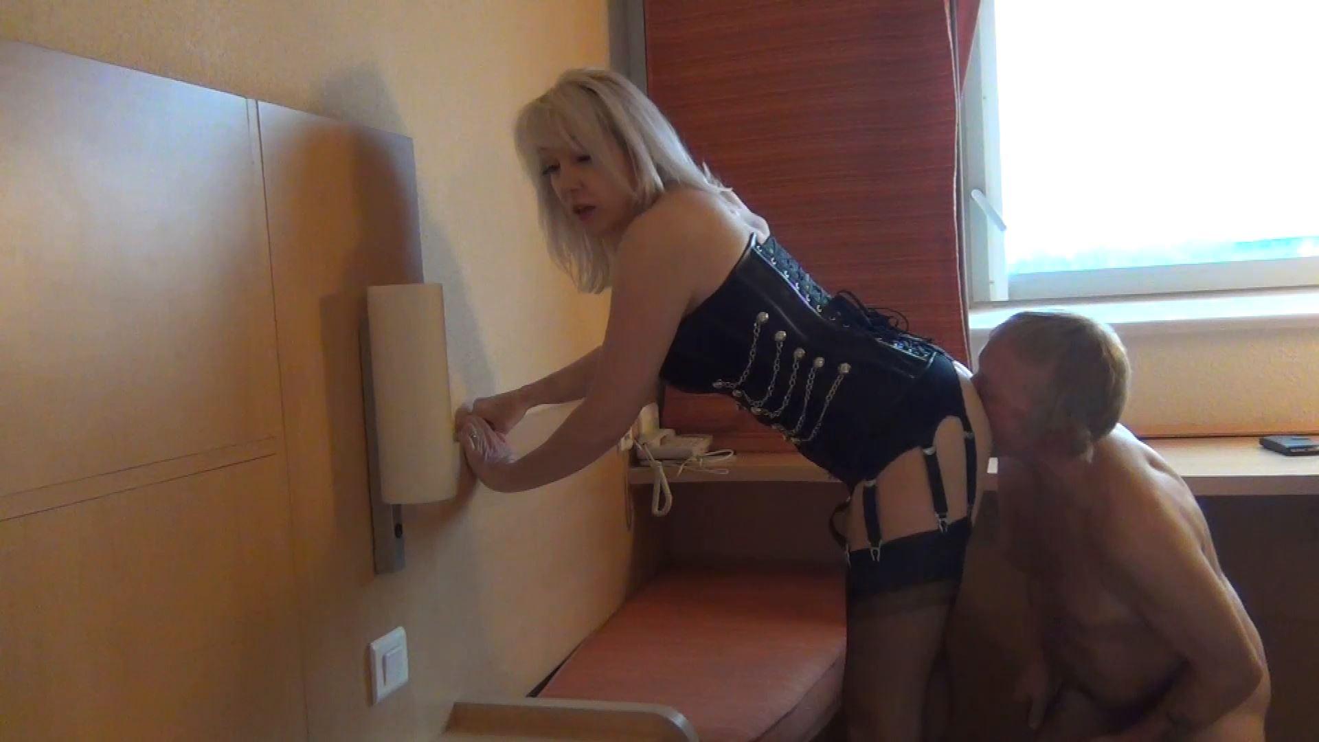 Mistress Zena In Scene: Ass, leg and foot worship - MISTRESSZENA - FULL HD/1080p/MP4