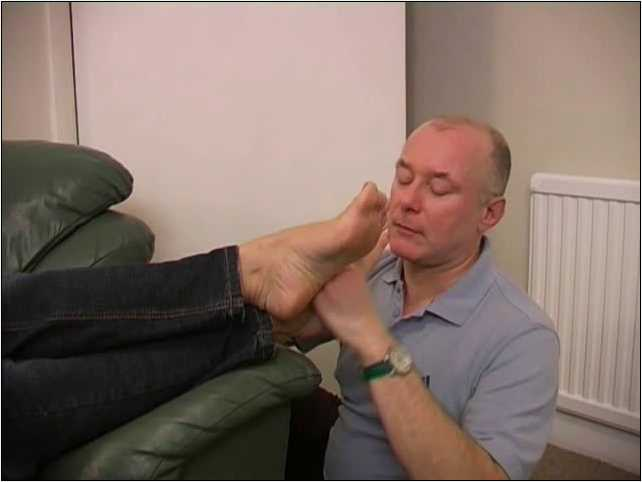 MISS MANDY In Scene: MANDY COUCH FOOT WORSHIP - TOES2NOSE - SD/480p/MP4